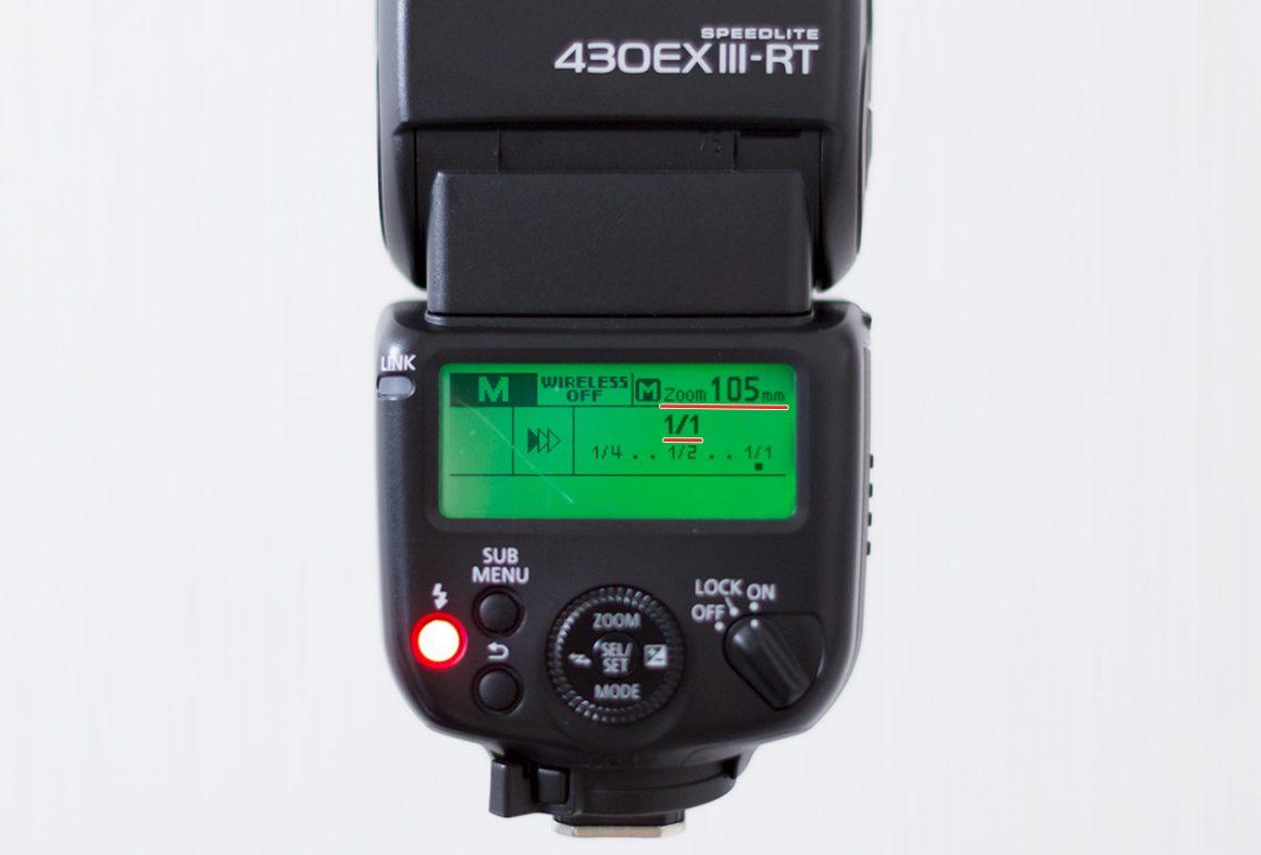 Canon430EX-ⅢRTの背面、液晶パネルが写っている写真